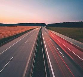 Polícia odporúča kamionistom využívať určité trasy na Slovensku